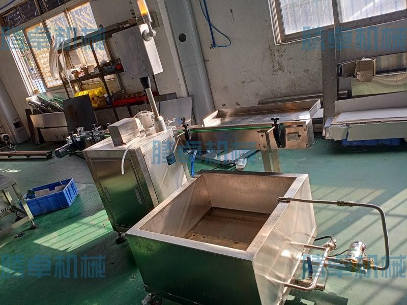 清洁剂灌装旋盖机