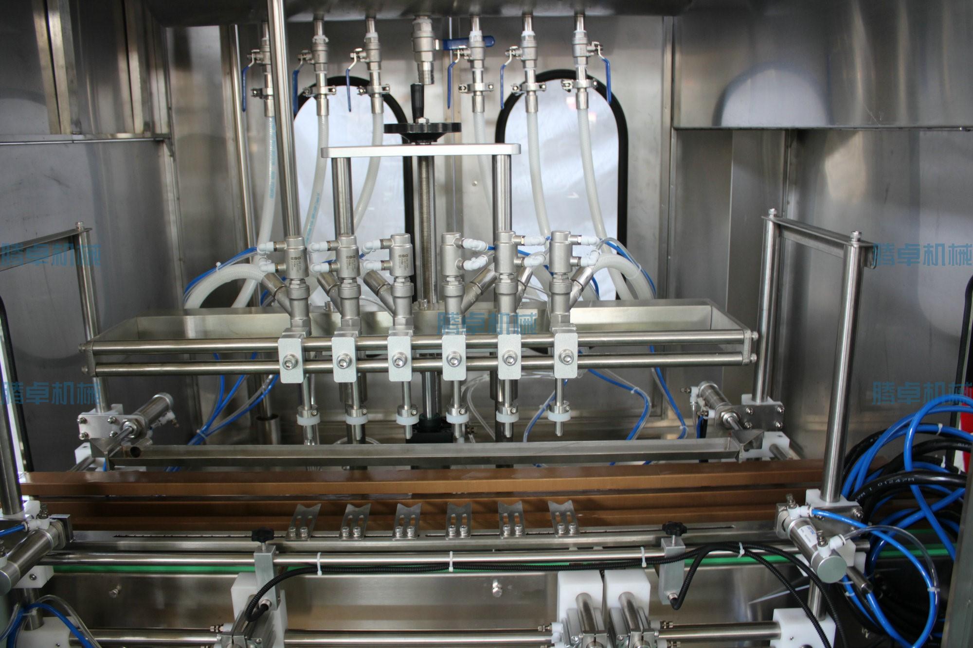 半自动圆瓶贴标机和卧式灌装机发货